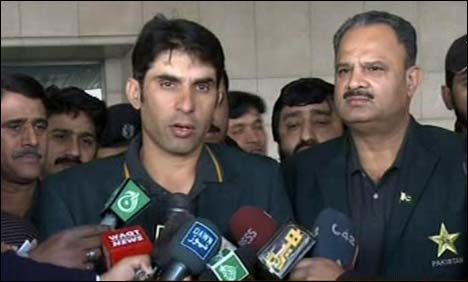 Pak squad leave for South Africa series