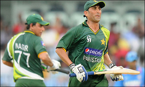 Nasir, Younis guide Pakistan to victory