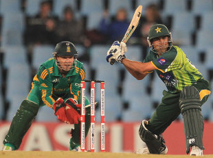 Younis 'shocked' at one-day exclusion