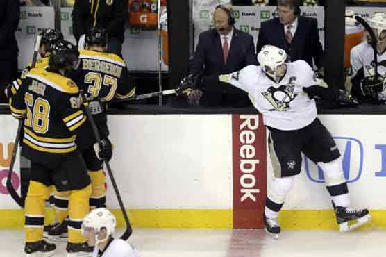 Bruins complete sweep of Penguins with 1-0 win