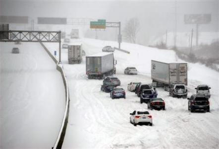 Snowstorm hits north-central US, heads to mid-Atlantic