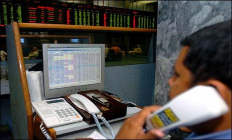 Rally at KSE continues; Index hits new height at 22,080 points