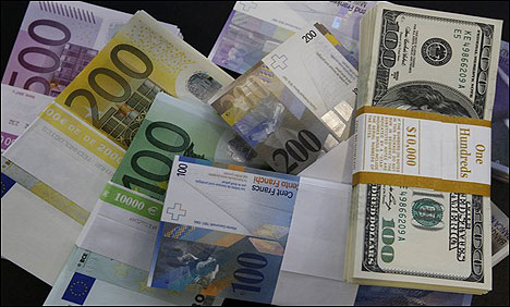 Dollar, euro hold steady in Asia