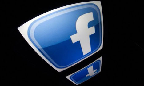 Facebook beats profit forecasts, revenue rises