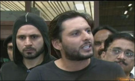 Afridi vents anger over ex-cricketers' remarks