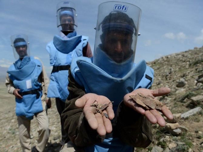 Afghan de-mining threatened by int'l pullout