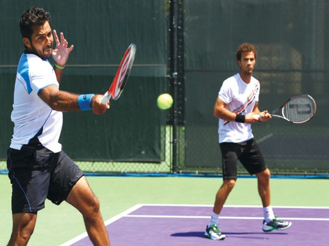 Aisam, Rojer survive scare