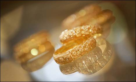 Peshawar: Gold declines by Rs 750 per tola