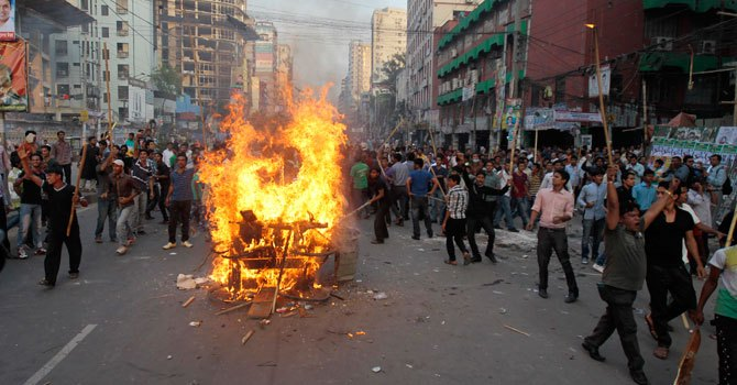 Clashes, blasts mark Bangladesh opposition protest