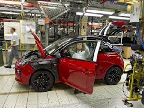 European auto sector hits 17-year low, Renault cuts jobs