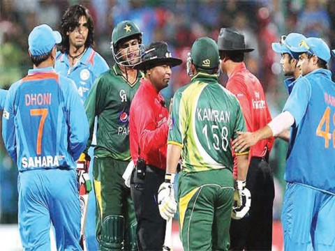 Ishant, Kamran fined for verbal face-off