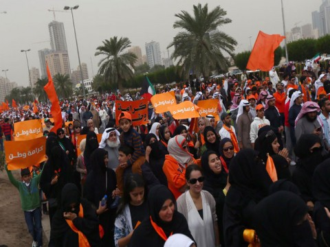 Kuwaitis out against new parliament