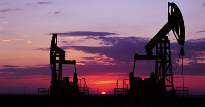 Oil falls as uncertainty hits energy markets