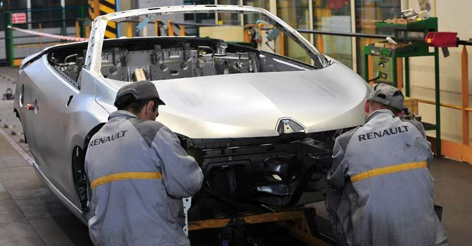 Renault says will cut 7,500 French jobs by 2016