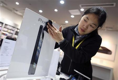 Apple's iPhone 5 starts strong in China but shares pressured