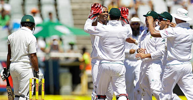 South Africa clinch series after Pakistan collapse