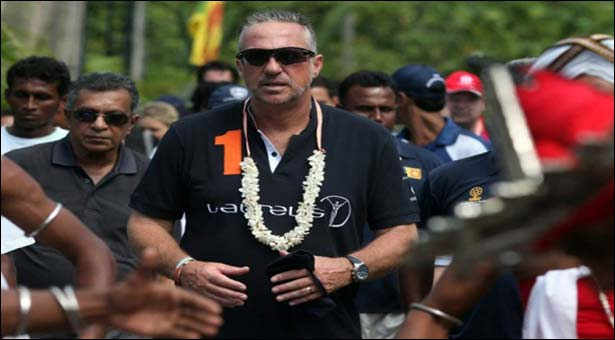 Botham to walk in scorching heat for charity
