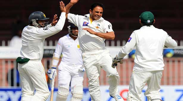 Sri Lanka moves to 133-3 at tea in 3rd test