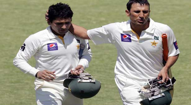 Younis double century sees Pakistan to lead of 341