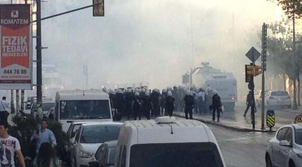 Police use tear gas on protesters in Istanbul, Ankara: media