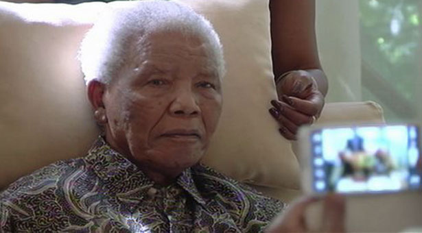 South Africa: Nelson Mandela remains in hospital
